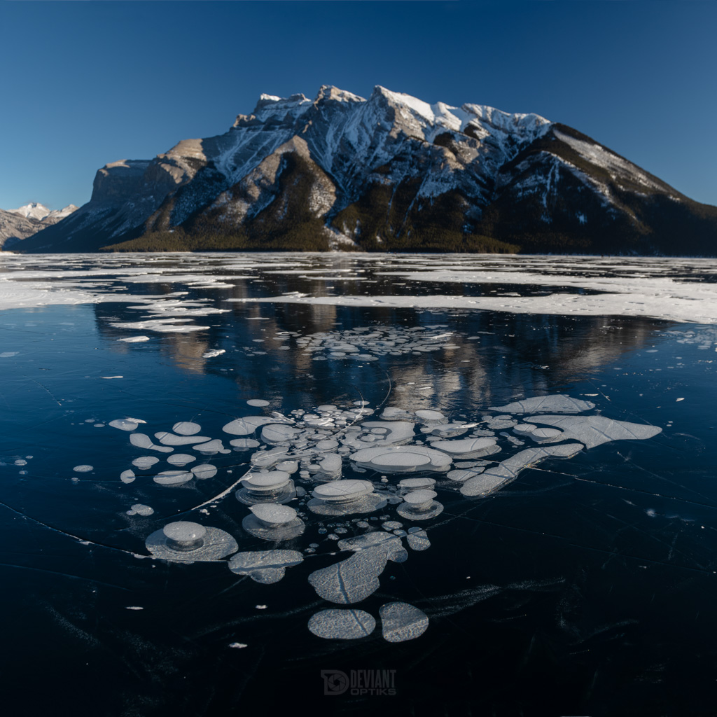 Methane bubbles trapped in ice under Mount Inglismaldie